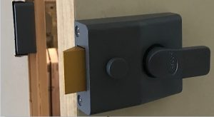 a yale lock fitted by locksmith manchester - 0161 co